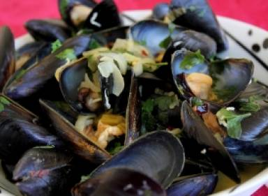 Steamed mussels with mastic