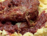 Фломаринский Петух  в красном соусе